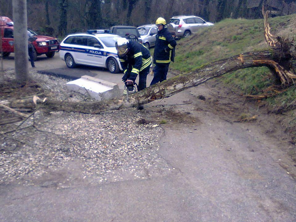 Policija na uviđaju i vatrogasci 2016.